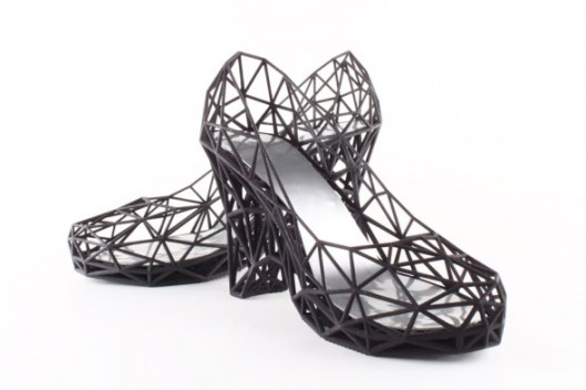shoe_black_pair-590x393