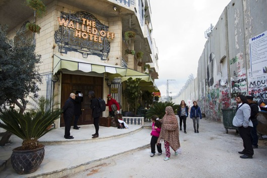 FM-the-walled-off-hotel-Banksy-belen-01
