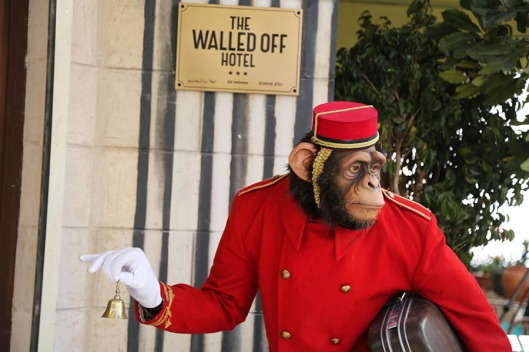 FM-the-walled-off-hotel-Banksy-belen-02