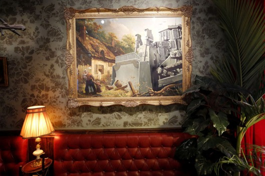 FM-the-walled-off-hotel-Banksy-belen-15